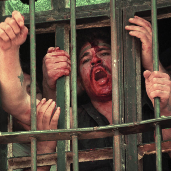 Roumieh prisoners protesting in jail 1998